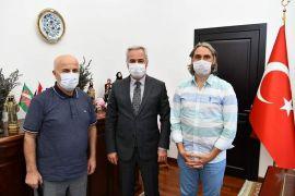 Vali Seymenoğlu, hemşerisi Teknik Direktör Tekelioğlu ile bir araya geldi