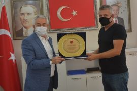 Emrespor'dan Belediye Başkanı Başdeğirmen'e teşekkür plaketi