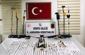 Isparta'da 553 tarihi obje ve 191 adet sikke ele geçirildi