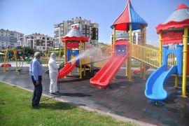 Isparta'daki 326 çocuk parkı aralıksız dezenfekte ediliyor