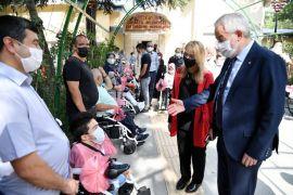 Isparta Belediyesi, bugüne kadar 100 vatandaşa akülü araç hediye etti