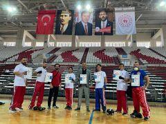 Eğirdir Belediyespor Kick Boks Kulübü sporcuları siyah kuşağa terfi etti