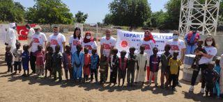 Isparta Adliyesi çalışanları Afrika'da günlük 5 bin kişinin ihtiyacını karşılayacak su kuyusu açtırdı