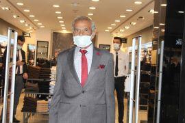 Isparta'da 66 yaşındaki adam hayatında ilk kez takım elbise giydi