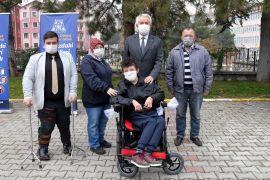 Isparta Belediyesi yürüme engellilere 100 adet akülü tekerlekli sandalye hediye etti