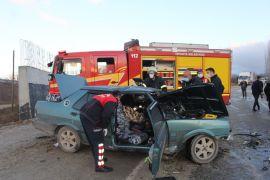 Isparta'da 2 otomobil kafa kafaya çarpıştı: 1 ölü, 4 yaralı