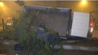Egzozu kırılan kamyonet sürücüye kaza yaptırdı