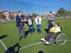 Ispar'tada,  yürüme engelli gencin hakemlik hayali gerçek oldu