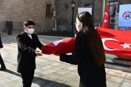 18 Mart'ta Çanakkale'de göndere çekilecek Türk Bayrağı Isparta'ya ulaştı