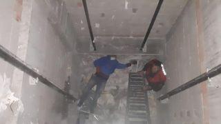 3 metre yüksekten asansör boşluğuna düşen adamı itfaiye kurtardı