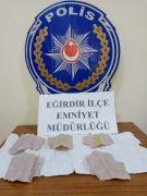 Kavga ihbarına giden polis uyuşturucu madde ele geçirdi