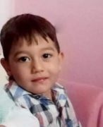 Isparta'da oyun oynarken üzerine briket devrilen çocuk hayatını kaybetti