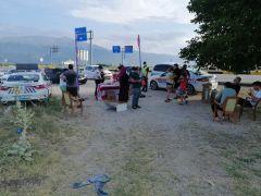 Isparta'da jandarmadan tatil dönüşü sürücülere çay ikramı