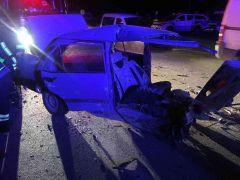 Isparta'da kaza sonrası otomobil ikiye bölündü: 4 yaralı
